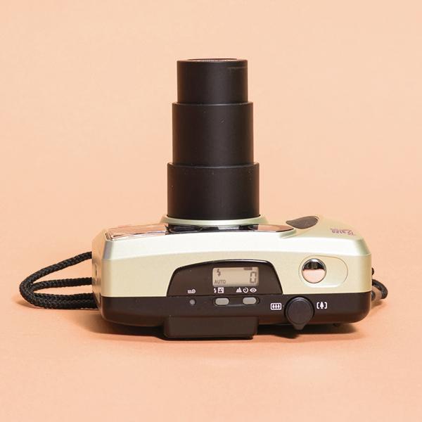 Пленочный фотоаппарат с зумом